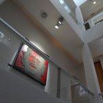 Corredores que parecem uma galeria de arte!
