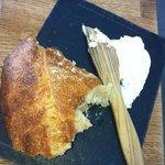 Hjemmelavet brød og hjemmerørt smør