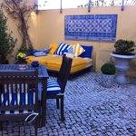 Courtyard Solar Castelo, Lisbon