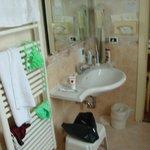 Großes, modernes Badezimmer