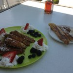 French toast with grilled bananas