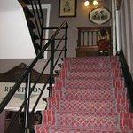 Лестница на второй этаж отеля