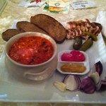 украинский борщ с салом и луком