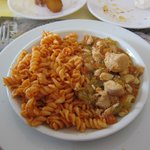 Baskent Restaurant・・・メインの「サチカプルマ」マカロニ&鶏肉