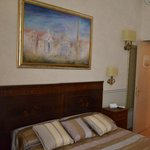 DOUBLE ROOM QUEEN BED AT VIA DELLE CONVERTITE 5