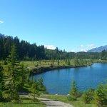 グラッシーハイツから徒歩3分の泳げる湖