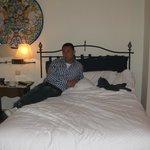 una cama muy comoda y mejor lenceria de cama,autentico y suave algodon