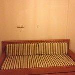sofa that turns into 2 singles