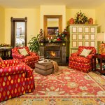 The Living Room, a cozy place for apres ski appetizers and wine