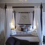 Four poster bed in The Richmond Suite