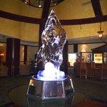 una scultura di ghiaccio all'interno