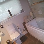 The en-suite bathroom (Alan room)