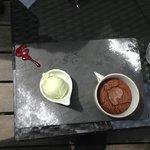 Dessert : mi-cuit au chocolat et glace à la verveine