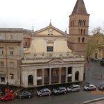 vista da janela do quarto, lindíssima igreja, em Trastevere