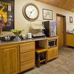 AmericInn Pequot Lakes Hotel - Breakfast Center