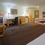 AmericInn Pequot Lakes Hotel - Whirlpool Suite 2