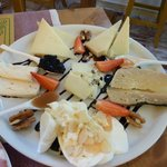 piatto di formaggi umbri