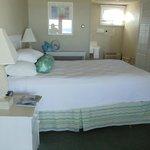 Standard room, queen bed
