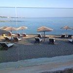 la plage vue de la terrasse du bar