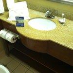 Pleasantly furnished bathroom