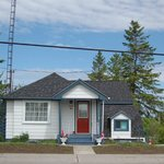 Arcanada's Little White House.weekly rental $995 tax included