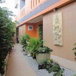 Small Garden/Entrance