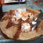 Crepes,2 boules de glace,chantilly,