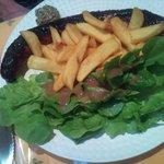 La véritable saucisse de l'Aveyron cuit au feu de bois