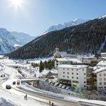 Hotel mit Winterlandschaft