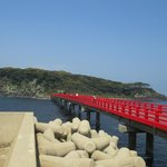 昭和56年に架けられた赤い橋