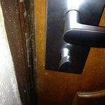 The frontdoor lock did not work.