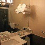 Sauberes und modernes Bad