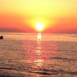 tramonto dalla spiaggia a breve distanza dall'albergo