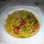 Frische Pasta mit Datteltomaten und Salsiccia