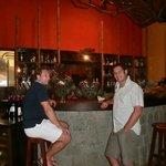 Un rhum al bar
