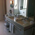Onze ruime badkamer
