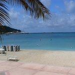 No cruise ship here, = empty beach
