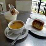 quick light breakfast at brill across the street from Botantical Garden MRT