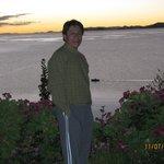 Espectacular anochecer en la isla Suasi, con el fondo del lago Titicaca