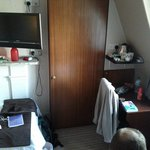 Chambre pour 3 personnes, tout petit placard