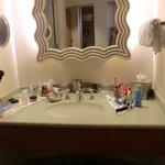 Sink area, housekeeping arranged so nicely