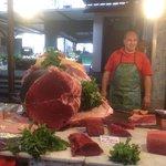 """IL TONNO di ISGRO' al mercato del """"Capo"""" di Palermo"""