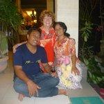 Gast mit Komang und Wayan