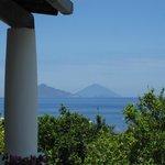 Vue sur Panarea et le Stromboli depuis chambre 19