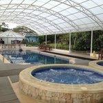 area de piscina y jacuzzi
