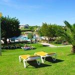 Vista area jardins e piscina