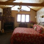 Romantic RiverSong Bed and Breakfast Inn Photo