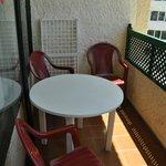 Балкон со столиком и сушилкой