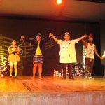 Выступление в театре с участием гостей отеля