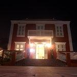 The Ritz en la noche